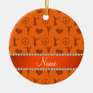 Signo de la paz anaranjado conocido de los adorno navideño redondo de cerámica