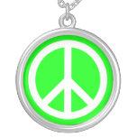 Signo de la paz blanco en la cal colgante personalizado