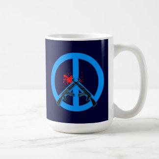 Signo de la paz con AK-47s y la sangre Taza Clásica