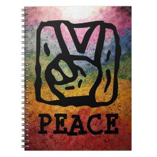 Signo de la paz con el fondo del arco iris spiral notebook