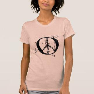 Signo de la paz con la camisa de las estrellas