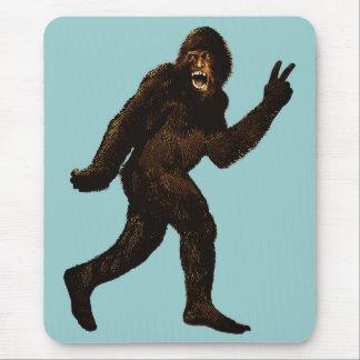 Signo de la paz de Bigfoot Tapetes De Ratones