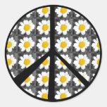 Signo de la paz de las margaritas blancas pegatinas redondas