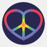 Signo de la paz del corazón del arco iris etiqueta redonda