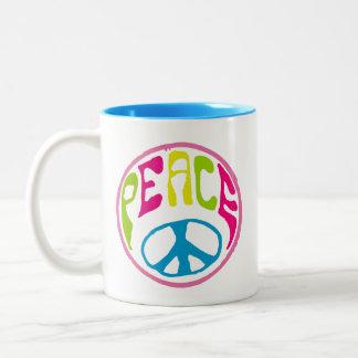 Signo de la paz del Hippie Taza De Dos Tonos