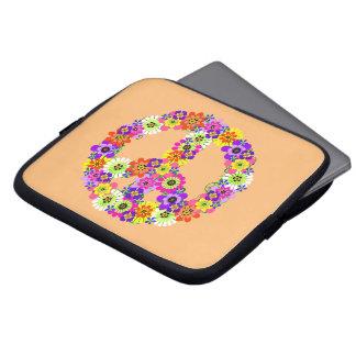 Signo de la paz floral en el melocotón fundas computadoras