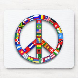 Signo de la paz hecho de las camisetas de las alfombrillas de ratón