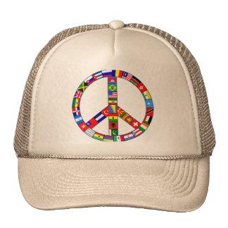 Signo de la paz hecho de productos de las banderas gorras