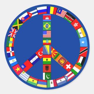 Signo de la paz hecho de productos de las banderas pegatina redonda