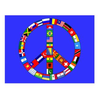 Signo de la paz hecho de productos de las banderas tarjeta postal