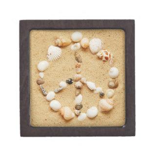Signo de la paz minúsculo del Seashell Cajas De Recuerdo De Calidad