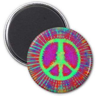 Signo de la paz psicodélico abstracto del teñido a iman de nevera