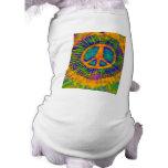 Signo de la paz psicodélico abstracto del teñido a camisa de perrito