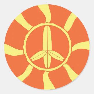 Signo de la paz retro de la tabla hawaiana pegatina redonda