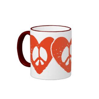 Signo de la paz rojo del corazón tazas