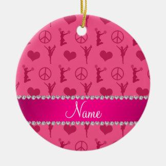 Signo de la paz rosado conocido de los corazones adorno navideño redondo de cerámica