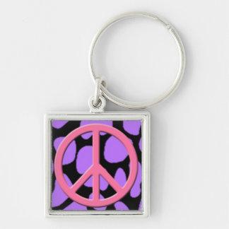 Signo de la paz rosado en modelo animal negro y pú llavero cuadrado plateado