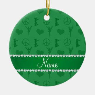 Signo de la paz verde conocido de los corazones adorno navideño redondo de cerámica