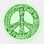 Signo de la paz verde en todas las idiomas etiquetas redondas