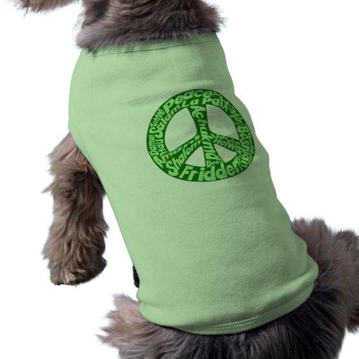 Signo de la paz verde en todas las idiomas camiseta de perrito