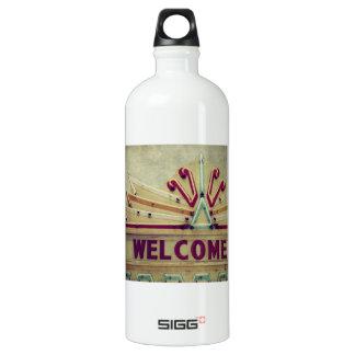 Signo positivo de la carpa botella de agua