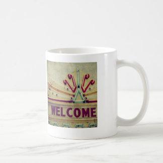 Signo positivo de la carpa taza de café