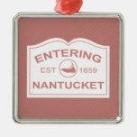 Signo positivo de Nantucket que entra en el rojo Adorno Cuadrado Plateado