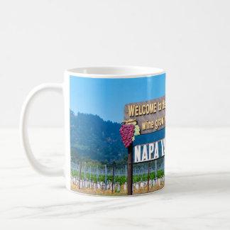 Signo positivo del país vinícola de Napa Valley Taza Básica Blanca