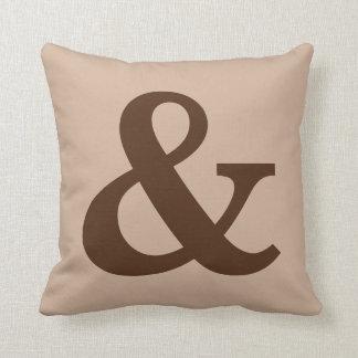 """Signo """"&"""" """"y"""" almohada de tiro del acento"""