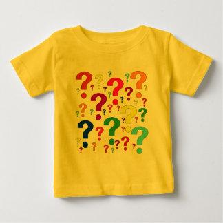 Signos de interrogación del arco iris playera de bebé