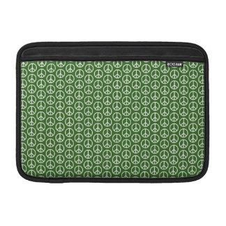 Signos de la paz en verde del pino del día de funda  MacBook