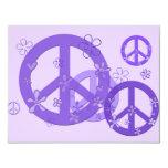 Signos de la paz púrpuras en tarjetas y pegatinas invitación 10,8 x 13,9 cm