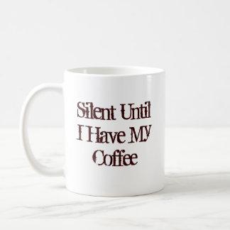 Silencioso hasta que tenga mi café taza básica blanca