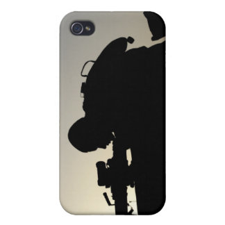Silhouette of a Squad Automatic Weapon gunner iPhone 4/4S Cover