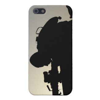 Silhouette of a Squad Automatic Weapon gunner iPhone SE/5/5s Cover