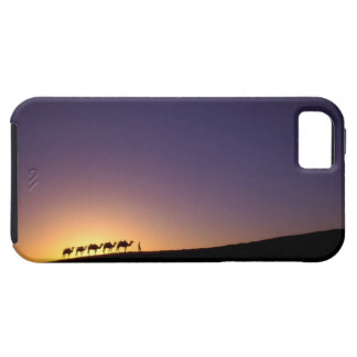 Silhouette of camel caravan on the desert at iPhone SE/5/5s case