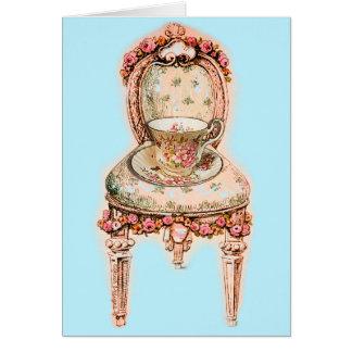 Silla color de rosa antigua de la taza de té y del felicitación