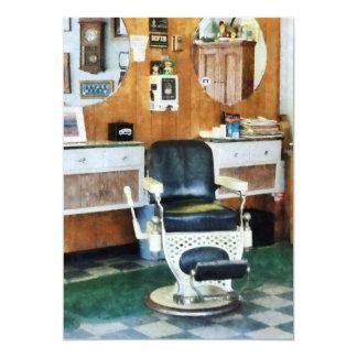 Silla de la peluquería de caballeros una invitación 12,7 x 17,8 cm