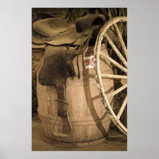 Silla de montar barril y rueda de carro poster