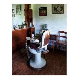 Silla de peluquero pasada de moda tarjeta postal