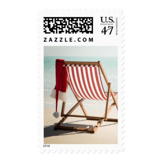 Silla de playa con el gorra de santa timbres postales