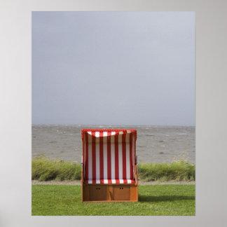silla de playa vacía delante del mar impresiones
