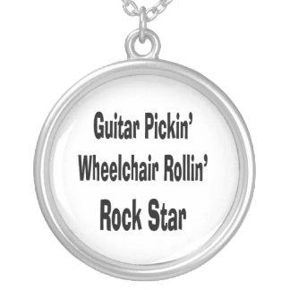silla de ruedas de la cosecha de la guitarra que r colgante redondo