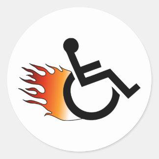 silla de ruedas llameante pegatina redonda