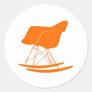 Silla del eje de balancín de Eames en naranja Pegatina Redonda
