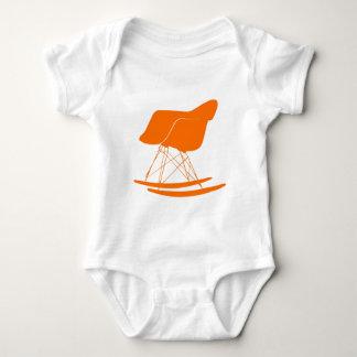 Silla del eje de balancín de Eames en naranja Poleras