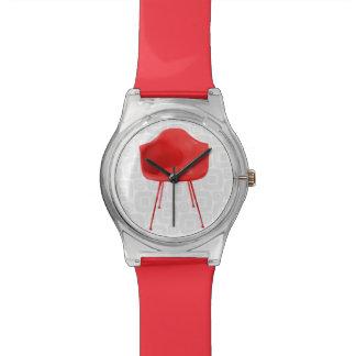 Silla roja moderna de los mediados de siglo relojes de mano