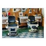 Sillas de la esquina del peluquero dos tarjetón