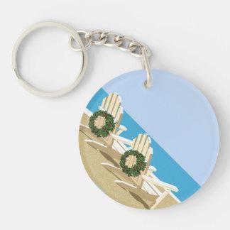 Sillas de playa con las guirnaldas del navidad llaveros