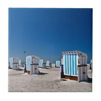 Sillas de playa en la orilla del mar Báltico Tejas Cerámicas